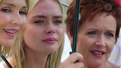 Steph Scully, Xanthe Canning, Susan Kennedy in Neighbours Episode 7817