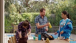 Dipi Rebecchi, Shane Rebecchi, Yashvi Rebecchi in Neighbours Episode 7819