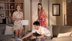 Amy Williams, Chloe Brennan, David Tanaka in Neighbours Episode 7826