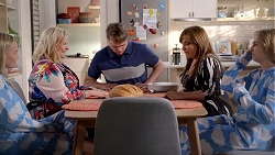Xanthe Canning, Sheila Canning, Gary Canning, Terese Willis, Piper Willis in Neighbours Episode 7827