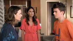 Amy Williams, Elly Conway, Jimmy Williams in Neighbours Episode 7828