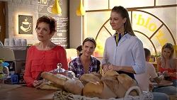 Susan Kennedy, Amy Williams, Chloe Brennan in Neighbours Episode 7837