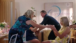 Sheila Canning, Piper Willis, Gary Canning, Xanthe Canning in Neighbours Episode 7847