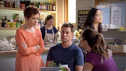 Susan Kennedy, Mark Brennan, Elly Conway in Neighbours Episode 7856
