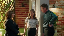 Terese Willis, Fay Brennan, Gary Canning in Neighbours Episode 7859