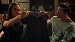 Bea Nilsson, Finn Kelly in Neighbours Episode 7872