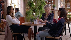 Elly Conway, Liz Conway, Bea Nilsson in Neighbours Episode 7895