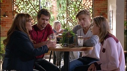 Terese Willis, Ned Willis, Cassius Grady, Piper Willis in Neighbours Episode 7901