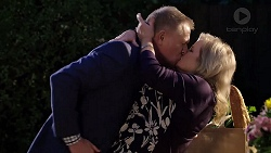Clive Gibbons, Sheila Canning in Neighbours Episode 7915