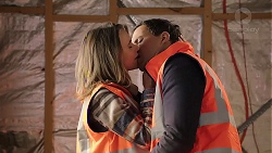 Amy Williams, Dr Rob Carson in Neighbours Episode 7917