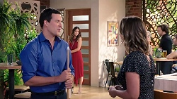 Dr Rob Carson, Elly Conway, Amy Williams in Neighbours Episode 7918
