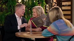 Clive Gibbons, Sheila Canning, Xanthe Canning in Neighbours Episode 7924