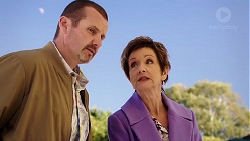 Toadie Rebecchi, Susan Kennedy in Neighbours Episode 7927