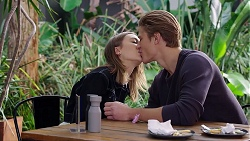 Piper Willis, Cassius Grady in Neighbours Episode 7937