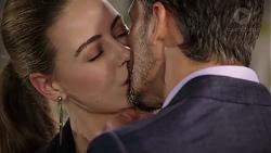 Chloe Brennan, Pierce Greyson in Neighbours Episode 7952