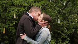 Gary Canning, Amy Williams in Neighbours Episode 7953