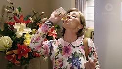 Alice Wells in Neighbours Episode 7960