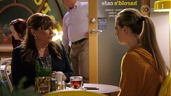 Terese Willis, Chloe Brennan in Neighbours Episode 7976