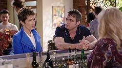 Susan Kennedy, Gary Canning, Sheila Canning in Neighbours Episode 7981