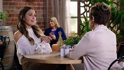 Elly Conway, Susan Kennedy in Neighbours Episode 7983