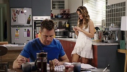 Mark Brennan, Elly Conway in Neighbours Episode 8000