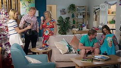 Xanthe Canning, Clive Gibbons, Sheila Canning, Gary Canning, Amy Williams in Neighbours Episode 8002