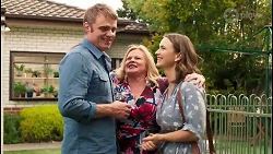 in Neighbours Episode 8049