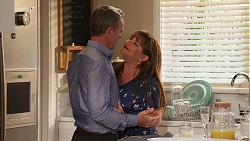 Paul Robinson, Terese Willis in Neighbours Episode 8082
