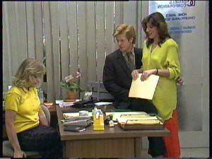 Jane Harris, Clive Gibbons, Susan Cole in Neighbours Episode 0406