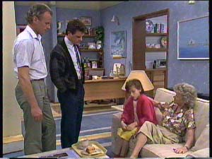 Jim Robinson, Paul Robinson, Lucy Robinson, Helen Daniels in Neighbours Episode 0406