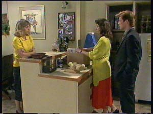 Jane Harris, Susan Cole, Clive Gibbons in Neighbours Episode 0406