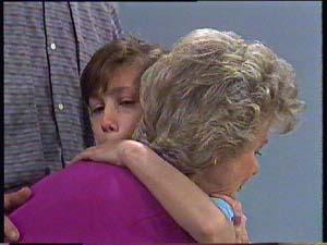 Helen Daniels, Lucy Robinson in Neighbours Episode 0406
