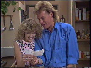 Charlene Mitchell, Scott Robinson in Neighbours Episode 0407