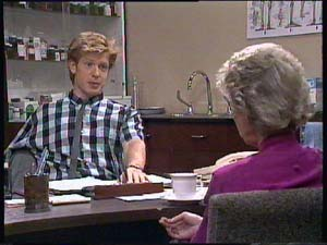 Clive Gibbons, Helen Daniels in Neighbours Episode 0407