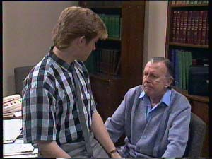 Clive Gibbons, Dan Ramsay in Neighbours Episode 0407