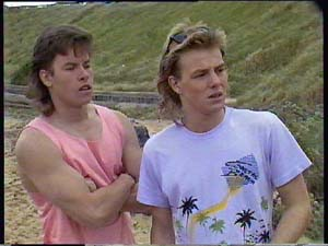 Mike Young, Scott Robinson in Neighbours Episode 0407