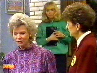 Helen Daniels, Jane Harris, Nell Mangel in Neighbours Episode 0527