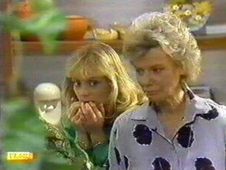 Jane Harris, Helen Daniels in Neighbours Episode 0528