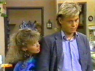 Charlene Mitchell, Scott Robinson in Neighbours Episode 0540