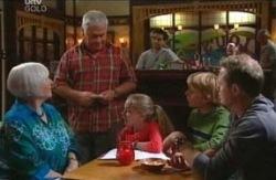 Rosie Hoyland, Lou Carpenter, Summer Hoyland, Boyd Hoyland, Max Hoyland in Neighbours Episode 4084