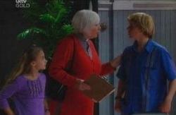 Rosie Hoyland, Boyd Hoyland, Summer Hoyland in Neighbours Episode 4084