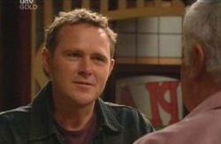 Max Hoyland, Lou Carpenter in Neighbours Episode 4089