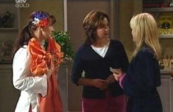 Susan Kennedy, Lyn Scully, Dee Bliss in Neighbours Episode 4089