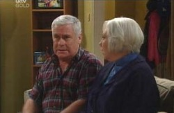 Lou Carpenter, Rosie Hoyland in Neighbours Episode 4090