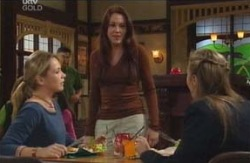 Steph Scully, Libby Kennedy, Felicity Scully in Neighbours Episode 4096