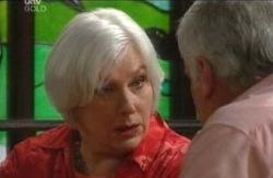 Rosie Hoyland, Lou Carpenter in Neighbours Episode 4113
