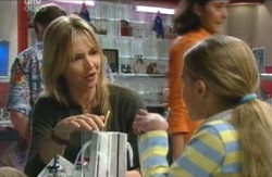 Steph Scully, Summer Hoyland in Neighbours Episode 4113