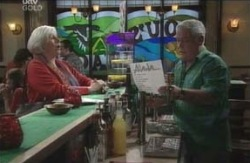 Rosie Hoyland, Lou Carpenter in Neighbours Episode 4125