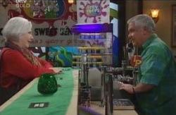 Rosie Hoyland, Lou Carpenter in Neighbours Episode 4126