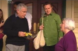 Lou Carpenter, Max Hoyland, Rosie Hoyland in Neighbours Episode 4130